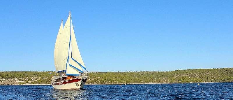 Motorová plachetnice Tajna Mora