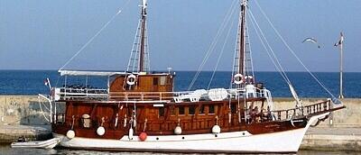 Motorová loď Mila Majka